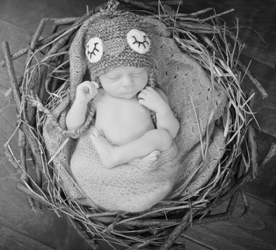 Newborn-Photography-by-Jennifer-Najvar-088_web-BW-SQ