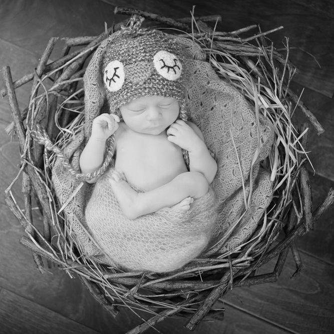 Newborn-Photography-by-Jennifer-Najvar-088_web-BW-SQ