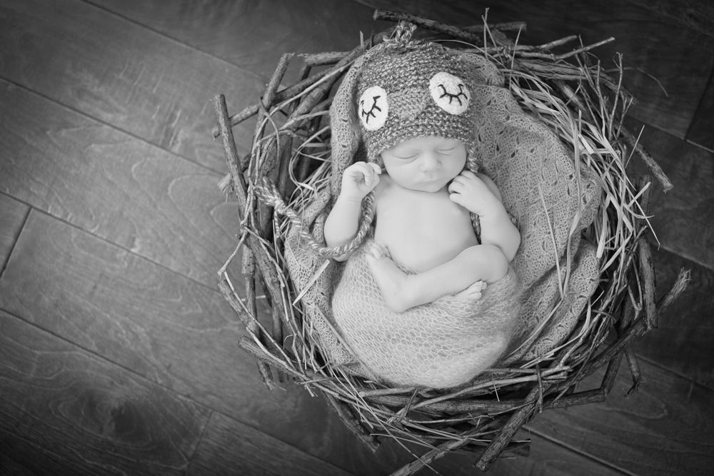 Newborn-Photography-by-Jennifer-Najvar-088_web-BW