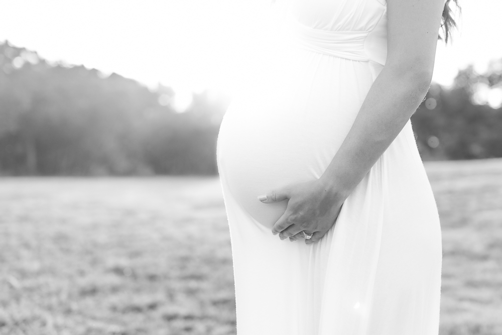 maternity-portraits-by-jennifer-najvar-photography-104-web-bw